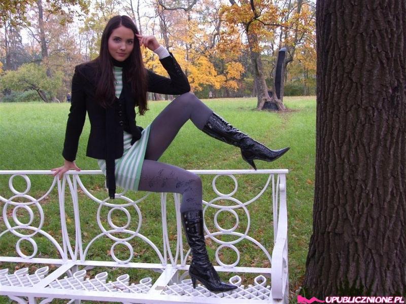 Ира грациозно двигается в нижнем белье секс фото