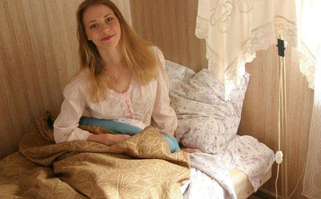 Брюнетка Проснулась Без Одежды И Белья