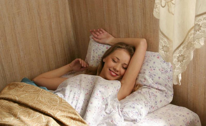 Настенька проснулась с утра без нижнего белья на себе