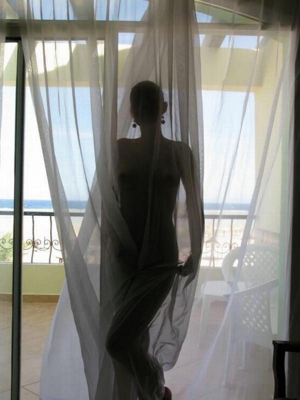 Возбуждающая мадам фоткается на Кубе
