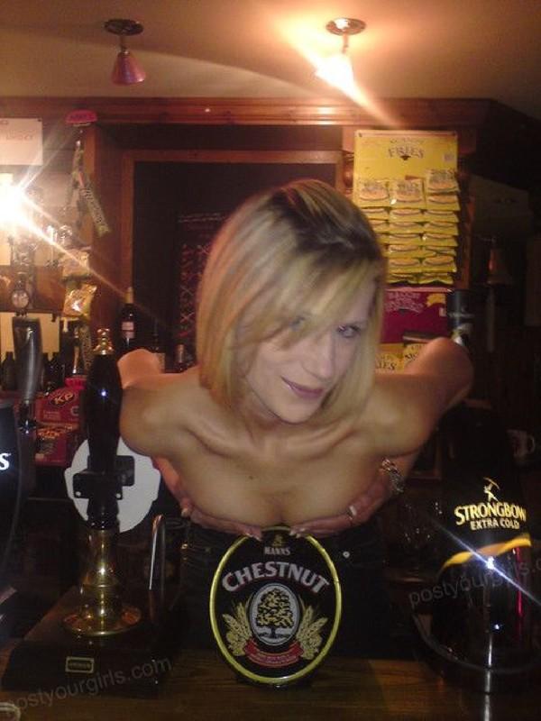 Катя залезла без трусов на барную стойку