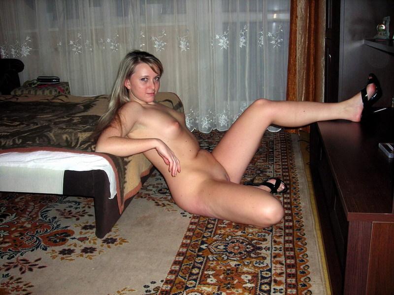 Оксана показала сиськи прямо в подъезде