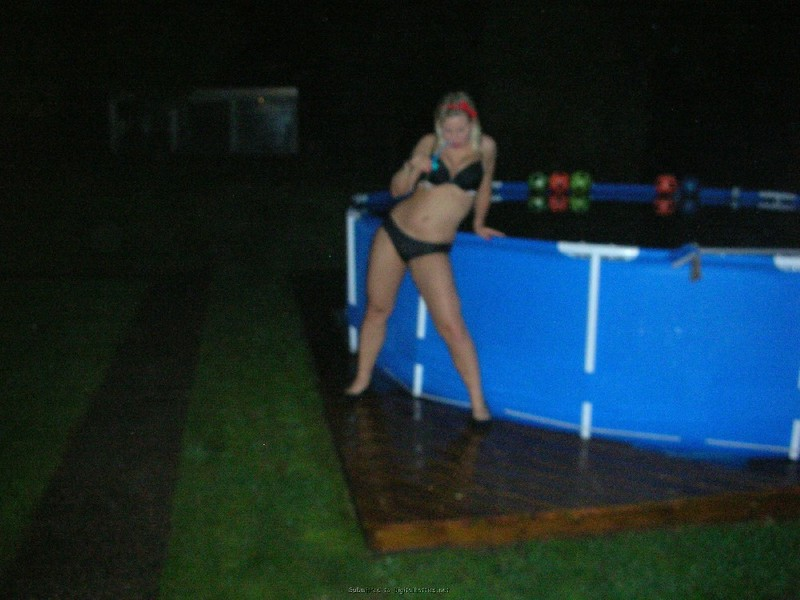 Пьяные телки в белье играются на лесбийской вечеринке секс фото