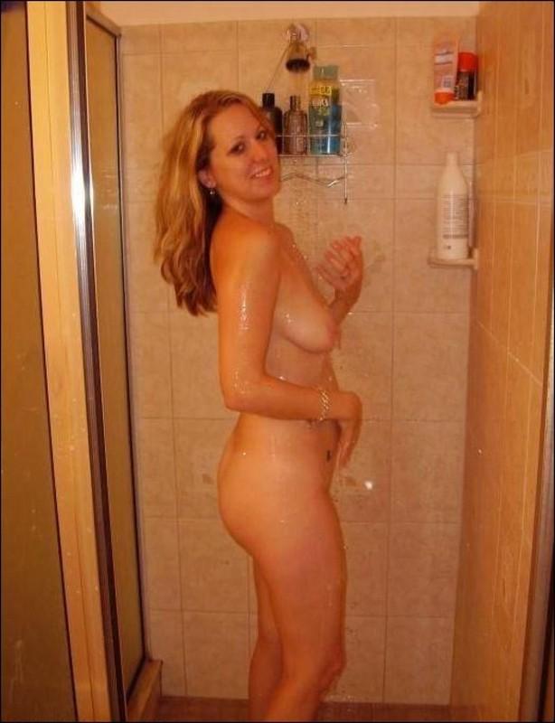 Надя пошла мыться в душ после раздевания на улице