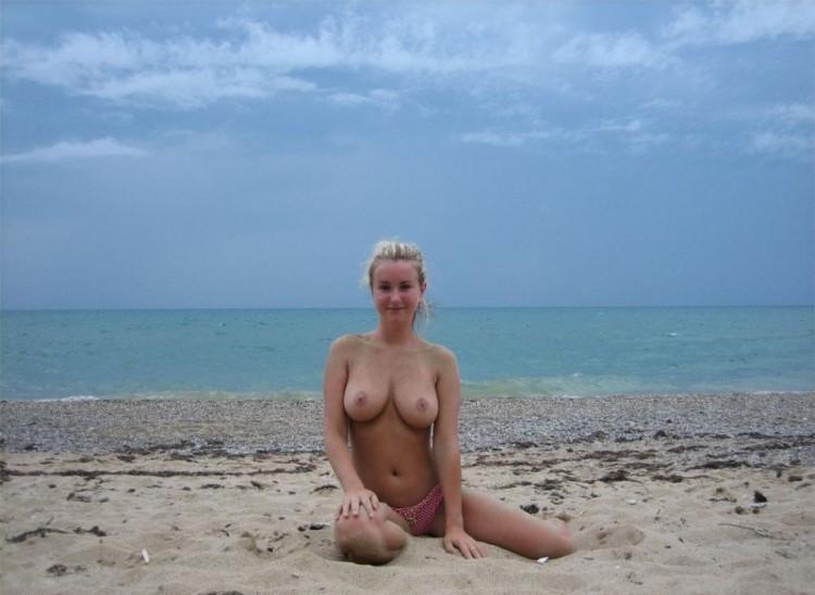 Милая стерва сексуально провела отпуск на море