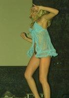 Полуголая девка пляшет на пижамной вечеринке 7 фотография