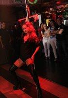 Сексуальная Аня танцует в ночном клубе 11 фотография