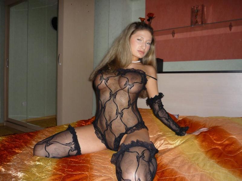 chastnoe-porno-zhenshin-v-seksualnom-bele-zreloe-syuzhetnoe-porno-video