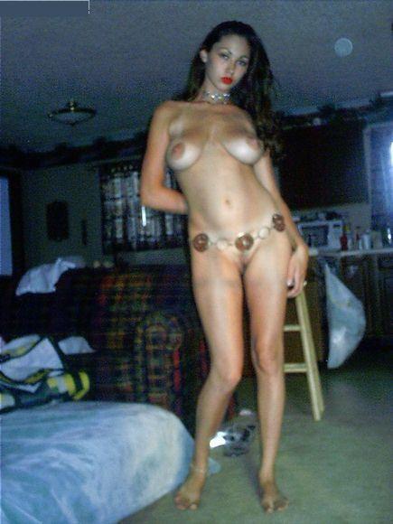 Испанская девка везде показывает громадные груди смотреть эротику