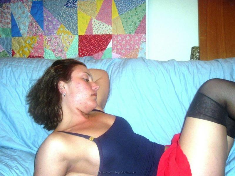 Роскошная леди не против красоваться в гетрах для мужа