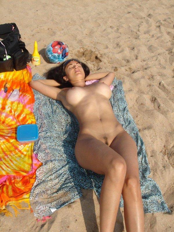 Обнаженная Бабенка С Силиконовыми Титьками Отдыхает Про Солнце Порно И Секс Фото С Красивыми Девушка