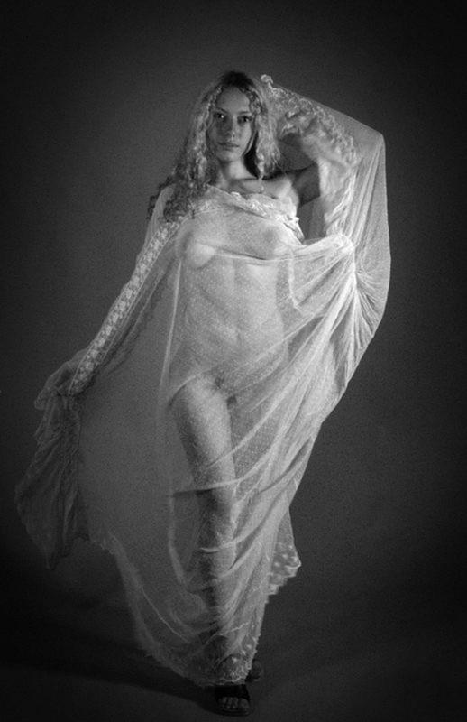 Мария перестала прикрывать нагие сисяндры тканью в студии