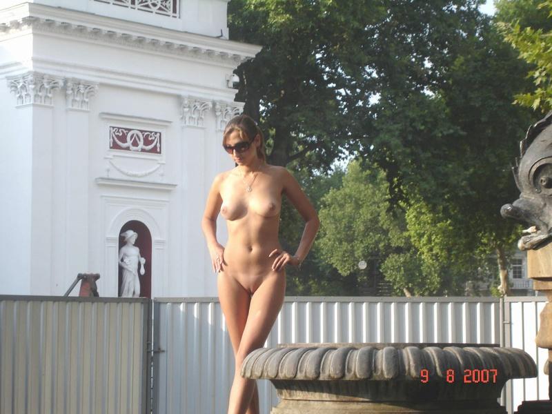 Настя стоит без одежды и одежды у Царь пушки секс фото