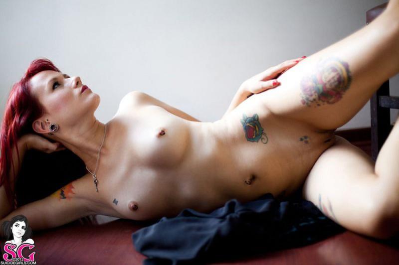 Фелиция потратила свободное время на сексуальные шалости