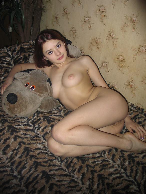 seks-s-zhenoy-na-krovati-doma-s-volosatoy