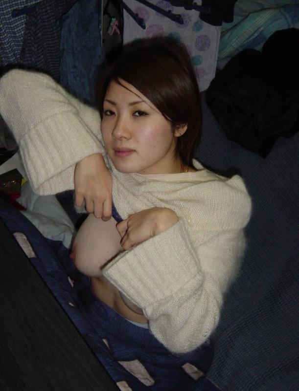 Сучка с Монголии выставила напоказ небритую вагину перед оральными ласками
