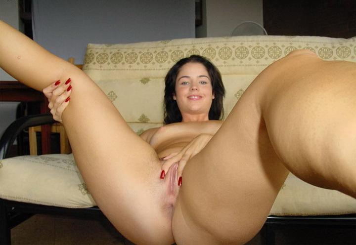 Красавица Алина наслаждается своим телом после работы