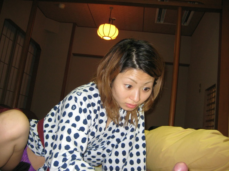 Японочка в парилке светит мохнатой писей