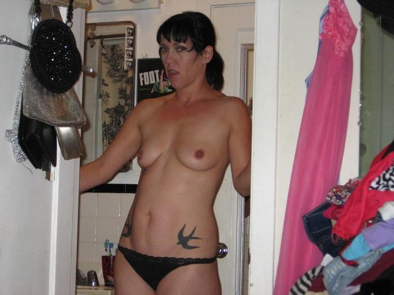 Сосед порет в попу опытную шатенку стоящую раком секс фото