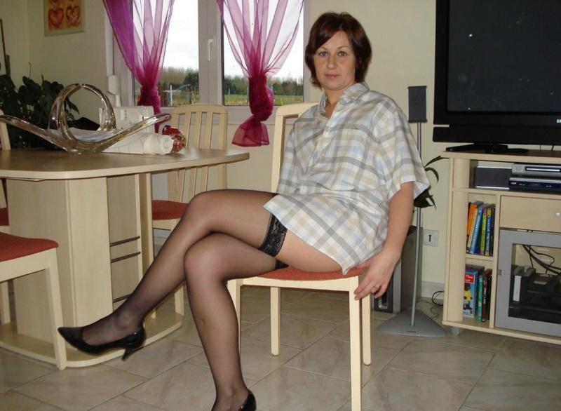 Лежа На Диване, Голая Армянка Трогает Влажную Писю Домашнее Порно И Секс Фото