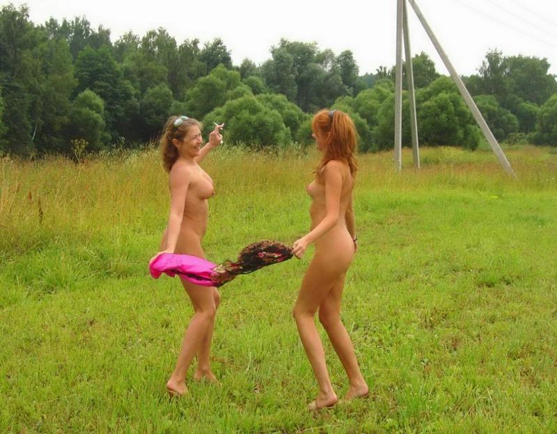 2е матерые лесби резвятся на открытом воздухе
