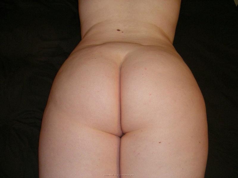 Беременная толстуха оголила крупные титьки