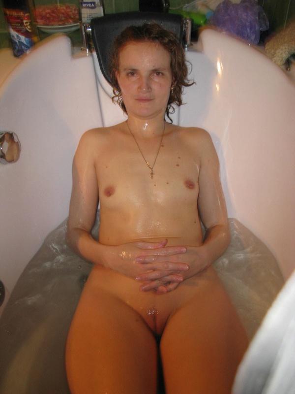 Умелая тварь плескается в душе