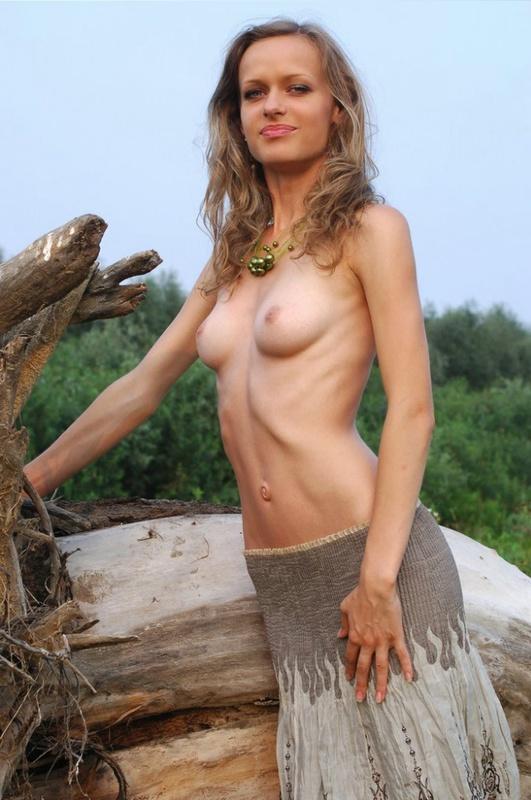 Худая бестия в лесу не прочь быть раздетой