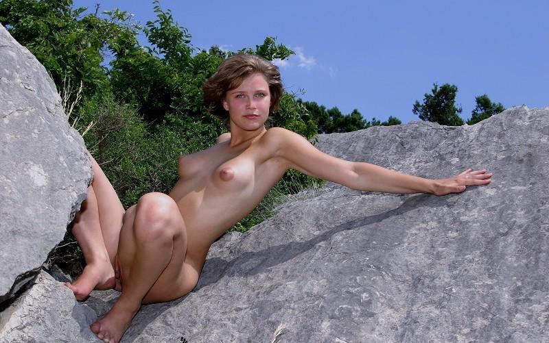 Голенькая Анна Пришла На Природу Чтобы Показать Интимные Места