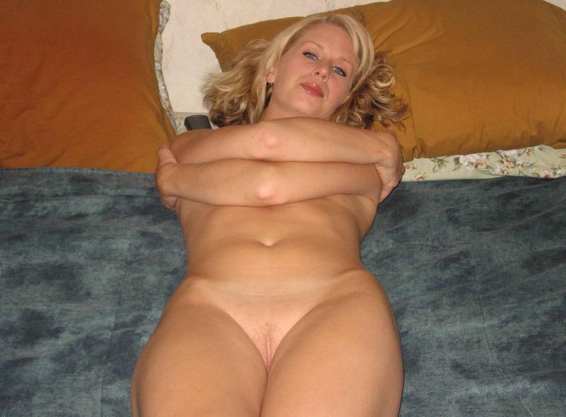 Пошла мамочка снимается голая на даче