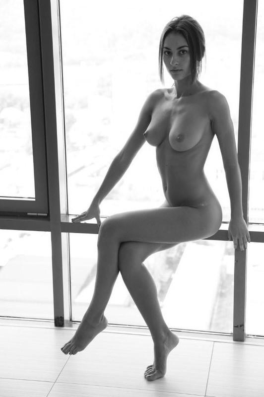 Бикса собрала голых любовниц на ночовку