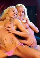 Московские леди не прочь раздеться в ночном клубе 6 фотография