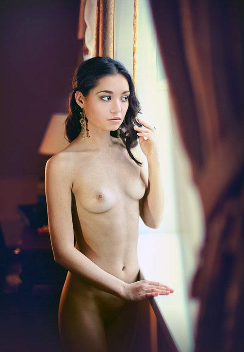 Китаянка позирует для эротического журнала