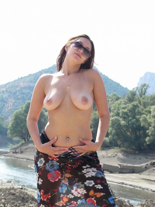 Полуголая Чика Оказалась В Горах Алтая Порно И Секс Фото С Большими Титьками