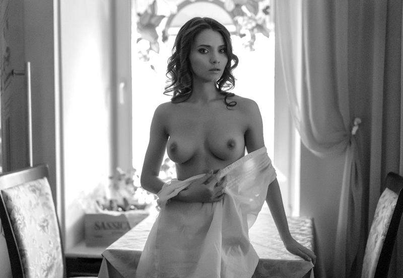 Телка из плейбоя засветила свое портфолио секс фото