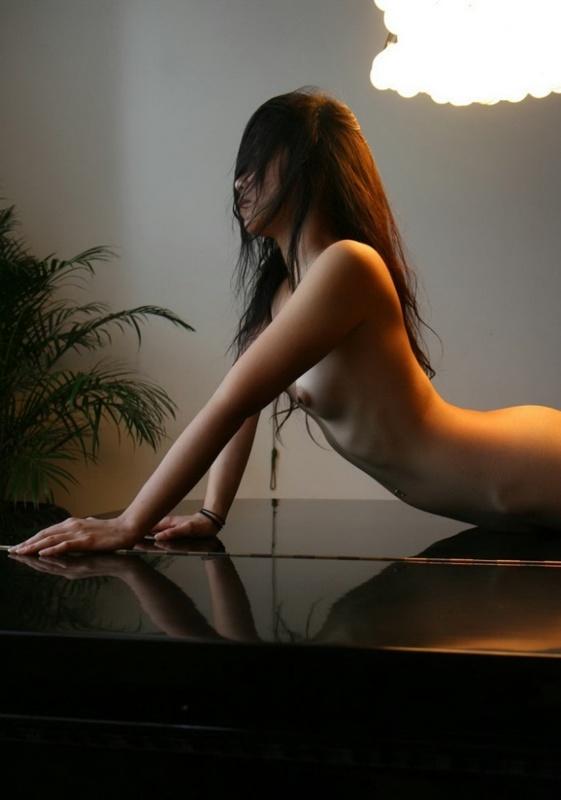 Малайзийская проститутка рада снять бельё в любой обстановке