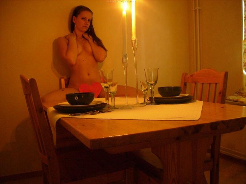 Сексуальный дьяволенок обожает романтику по вечерам