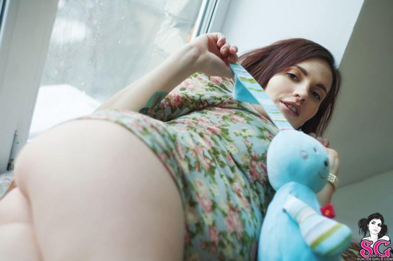 Беременная Иванна катается на качели с голыми дойками