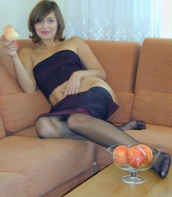 Очаровательная мамочка возбудилась попробовав запретный плод