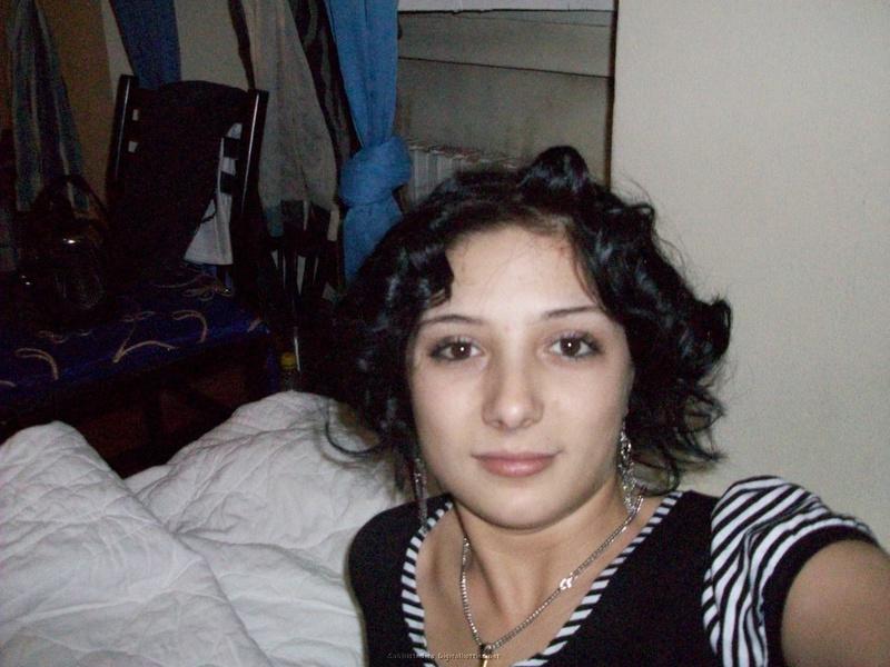 Оксана согласилась снять трусы для своих девушек