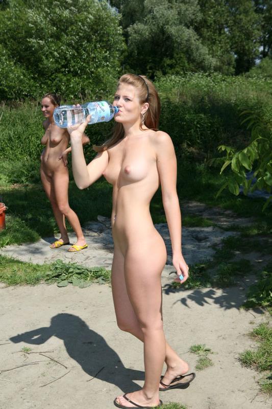 Мега фото голых телок на даче молодой женой соседа