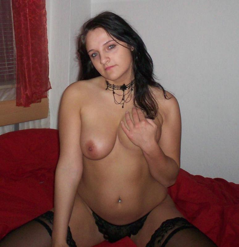Брюнеточка в возрасте мастурбировала и горячо кончила