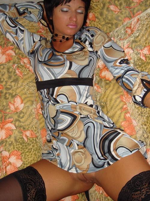 Взрослая брюнетка желает снимать с себя откровенное белье