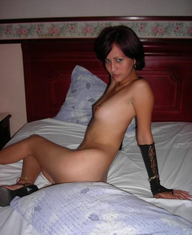 Сексуальная Лиза стянула с худого тела роскошное платье
