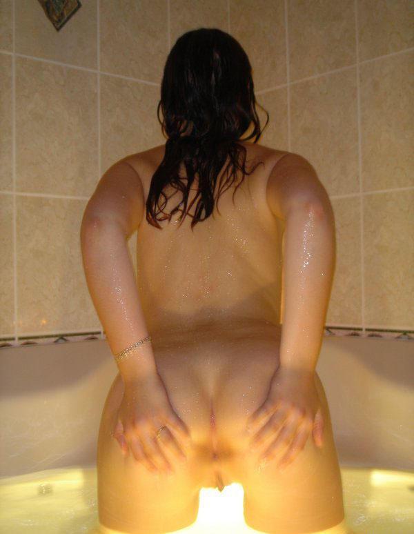 Фрау бреет свою вагину в ванной секс фото