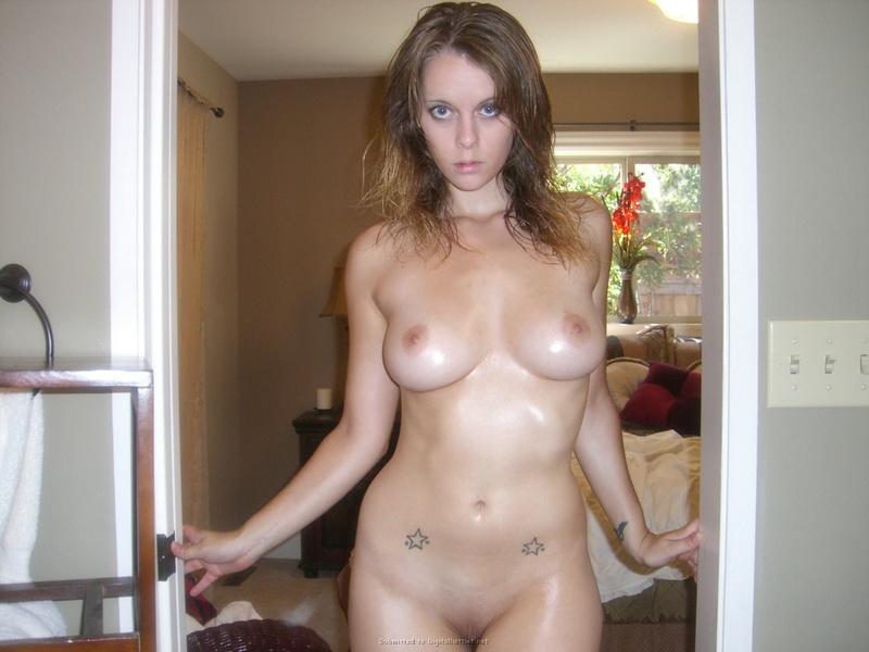 Леди намазала тело маслом чтобы выглядеть сексуальнее