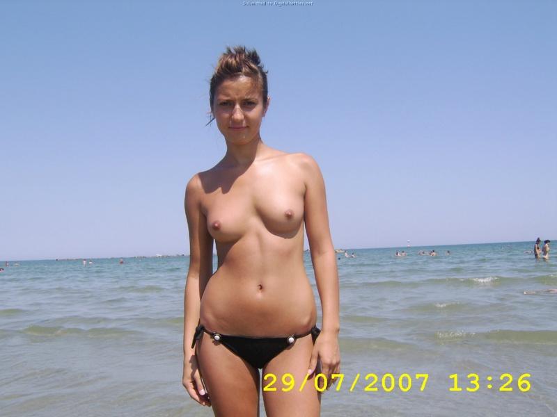 Сексуальная Каштанка Собралась С Блондинкой На Пляж Порно И Секс Фото С Молоденькими