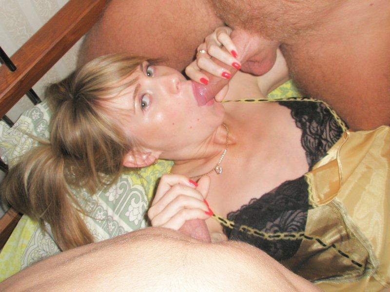 Зрелая женщина взяла на рот у мужа и друга после спиртного
