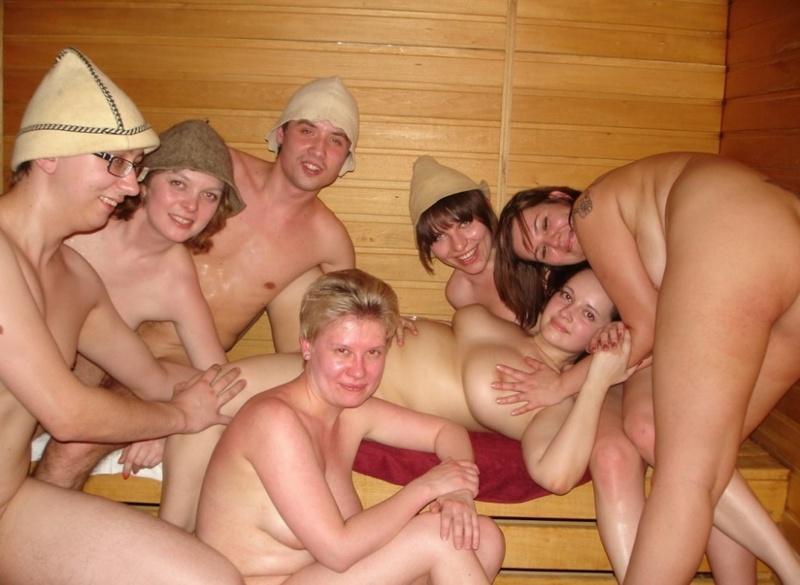 Секс в сауне групповуха