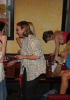 Люди устроили групповуху во время вечеринки в баре 1 фотография